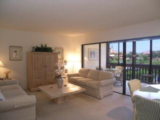 Living Room, Dining Room and Lanai - Firethorn 622 - Sarasota - rentals