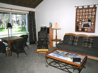 Wood burning fireplace and hot tub - Sunriver vacation rentals