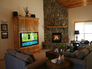 Festive with 2 Master Suites and Foosball  Near Woodlands Clubhouse - Sunriver vacation rentals