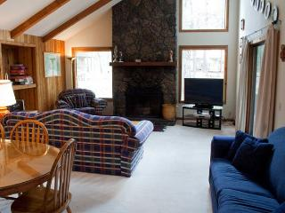 Fantastic Home with Vaulted Ceilings and Private Hot Tub - Sunriver vacation rentals