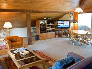 Relaxing Home with Tennis, Hot Tub and A/C - Sunriver vacation rentals