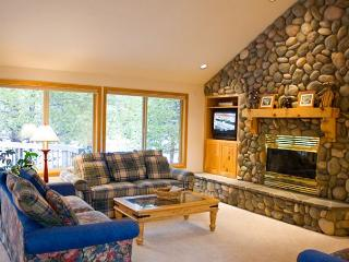 Captivating Sunriver home with hot tub and A/C - Sunriver vacation rentals