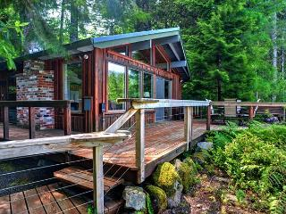 River View Cabin - Secluded, Riverfront, Hot Tub - Mount Hood vacation rentals