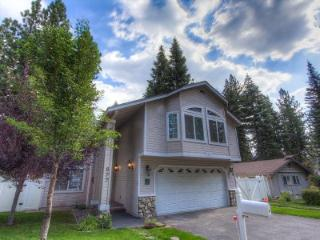 Newer Tahoe rental w/ 4 BR and hot tub - CYH1077 - South Lake Tahoe vacation rentals