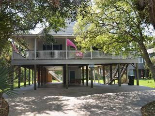 Just Trippin' - Tasteful Home Located Steps To the Ocean 4BR/2BA - Edisto Beach vacation rentals