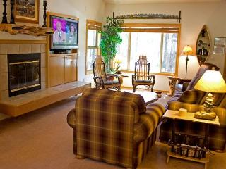Starliit Home with A/C and Hot Tub - Sunriver vacation rentals