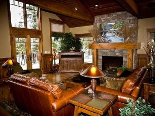 Kings Retreat- 4 Bedroom, 4.5 bath, Sauna, Pool/Game Room, Private Office. Sleeps 14. WIFI. - Tamarack vacation rentals