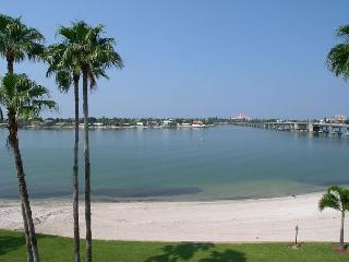 Bahia VIsta 8-414 Perfect Vacation Condo with double balcony & sunset views! - Saint Petersburg vacation rentals