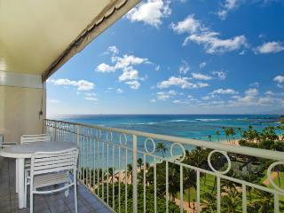 Waikiki Shore #1010 - Beachfront 1-bedroohttps:/m, full kitchen, washer/dryer, A/C, WiFi, sleeps 4. - Waikiki vacation rentals
