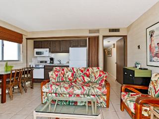 Waikiki Park Heights #1812 - One-bedroom with ocean view and central AC; 10 min. walk to beach. Sleeps 4. - Waikiki vacation rentals