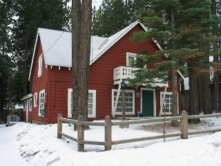 Very nice five bedroom Tahoe-style cabin in an amazing South Lake location. - South Lake Tahoe vacation rentals