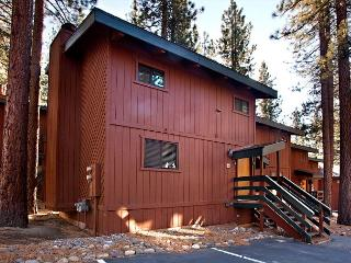 Delightful end unit condo- mountain décor, near hot tub, 2 decks, w/d - South Lake Tahoe vacation rentals