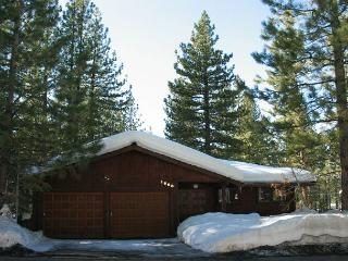 Charming family home- fireplace, wet bar, pool table,open decks, 2 car garage - South Lake Tahoe vacation rentals