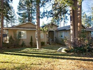 Nice ranch style home that backs to the golf course! - South Lake Tahoe vacation rentals