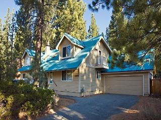 Large private family home- private jacuzzi, country kitchen, internet, w/d - South Lake Tahoe vacation rentals