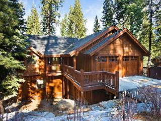 Elegant mountain home- jacuzzi, pool table, media room, views, internet - South Lake Tahoe vacation rentals