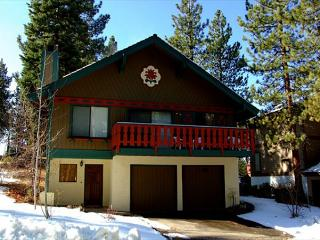Spacious family chalet- wood fireplace, loft, 2 car garage, w/d - South Lake Tahoe vacation rentals