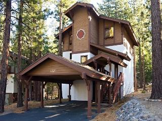 Well appointed 2 bedroom + 2 loft Tahoe Tyrol Chalet for 8! - South Lake Tahoe vacation rentals