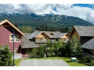 4 bdm, 3.5 bath, luxury townhouse, private hot tub, free internet, parking - Whistler vacation rentals
