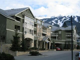 2 +loft, village location, hot tub, pool, free parking, internet - Whistler vacation rentals