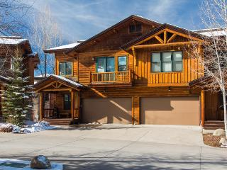 Mountaineer 2905: Luxury, Private Hot Tub, Shuttle - Steamboat Springs vacation rentals