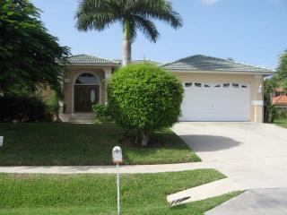 Fieldstone Dr - FIELD1049 - Only 1/2 Mile to Beach! - Marco Island vacation rentals