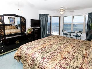 ETW 4005: Fully equipped condo- balcony, flatscreen, HDTVS,FREE BEACH SERVICE - Fort Walton Beach vacation rentals