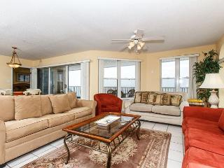 TP 601: Spacious, colorful penthouse- balcony, whirlpool tub, pool, BBQ area - Fort Walton Beach vacation rentals