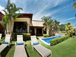 Beachfront Luxury Villa & Guesthouse, Hermosa Palms top of class, sleeps 4-10 - Jaco vacation rentals