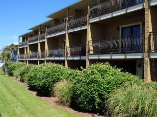 Costa Vista 21 **DISCOUNTED SPRING RATES - EMAIL US TODAY**CLEAN, LOTS OF ROOM, 2 BEDROOM TOWNHOME**50 YARDS TO THE BEACH** - Destin vacation rentals