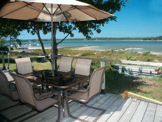 Sunset Hideaway cottage (#303) - Ontario vacation rentals