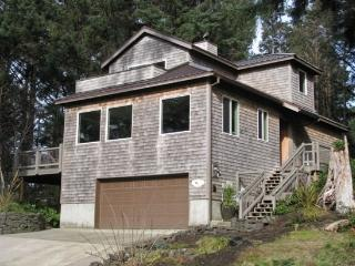 Bella Vista your beautiful retreat home nestled in the woods and just 2 blocks to the beach 4 bedroom 3 bath sleeps 10 - 35611 - Cannon Beach vacation rentals