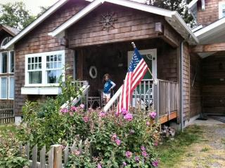 Lucie`s Cottage is a vintage style cottage on the North end of Cannon Beach 2 bedroom 2 bath sleeps 6 - 35598 - Cannon Beach vacation rentals