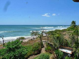 Fabulous 3rd floor penthouse- ocean views, kitchen, a/c, beachfront pool - Tamarindo vacation rentals