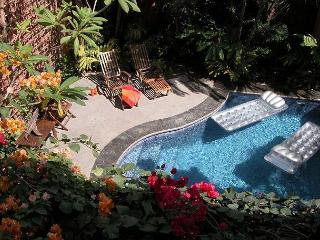 Well appointed villa- across from beach, private pool, kitchen, a/c, internet - Tamarindo vacation rentals