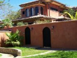 Relaxing private villa- near beach, cable, internet, kitchen, private pool - Tamarindo vacation rentals
