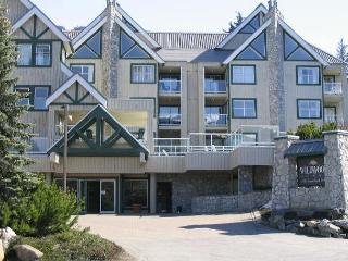 Beautifuly upgraded end unit, big hot tub in lodge,free parking/internet - Whistler vacation rentals