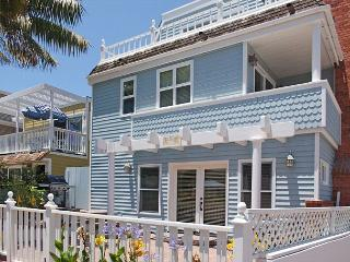 Beautiful Victorian style  4-bed beach house w/patio.  Close to Ocean & Bay! - San Diego vacation rentals