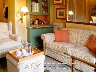 Honeymoon Hideaway-Romantic- Balcony-Views -Anna - Rome vacation rentals
