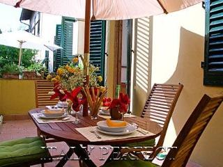 Perfect Dreamy Apartment-Terrace-Boboli Gardens-Medici - Florence vacation rentals