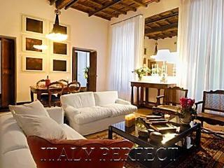 Last Minute Discounts! Luxury Designer Spanish Steps Prestige - Rome vacation rentals