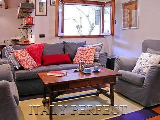 A Big Comfy Apartment, Great Location - Toscanella - Rome vacation rentals
