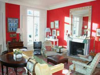ARG2 - Elegant country-style 3BR near Holland Pk - London vacation rentals