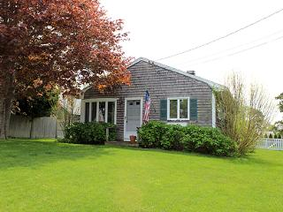 1265 - LOVELY IN-TOWN COTTAGE WITH LARGE BACK YARD - Martha's Vineyard vacation rentals