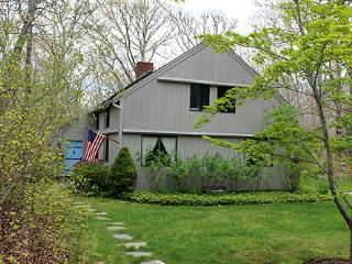 286 - CHARMING COUNTRY HOME IN CHILMARK - Edgartown vacation rentals