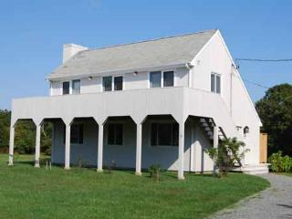 608 - KATAMA SUMMER CAPE WITH GREAT DECK FOR RELAXING AFTER THE BEACH - Edgartown vacation rentals