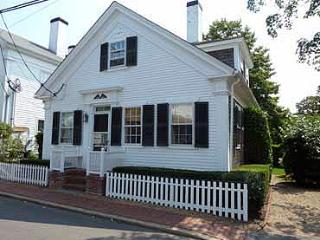 974 - WALK TO TOWN FROM THIS ADORABLE IN-TOWN EDGARTOWN COTTAGE - Edgartown vacation rentals