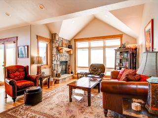 Mt Victoria Lodge Luxury Stunning 2BR WIFI Elevator Jacuzzi Frisco Lodging - Frisco vacation rentals
