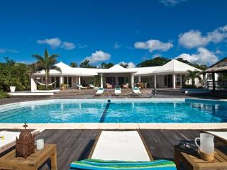 Spacious villa with Baie Longue Beach views and large pool and deck. C MED - Baie Longue vacation rentals