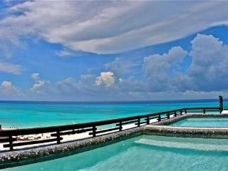Aldea Thai Penthouse 305 - Aldea 305 - Playa del Carmen vacation rentals